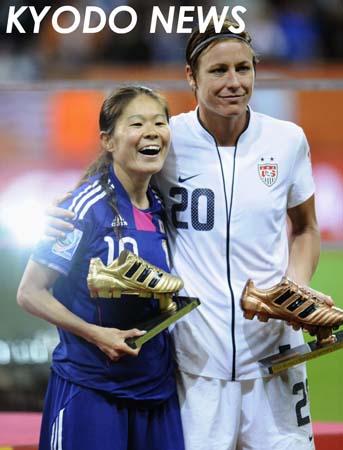 ◎サッカー女子W杯 沢とワンバック   ◎サッカー女子W杯 沢とワンバック 米国のワンバック(右