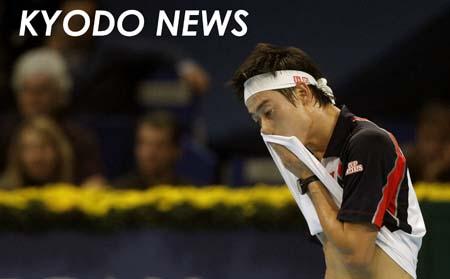 ◎スイス室内テニス決勝 汗を拭う錦織  ◎スイス室内テニス決勝 汗を拭う錦織 シングルス決勝で、