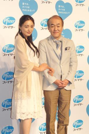 仲間由紀恵さんと温水洋一の2ショット写真