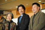 「こんなにたくさんの方がいらっしゃるとは思わなかった」と役所広司。(左から)樹木希林、役所、原田眞人監督