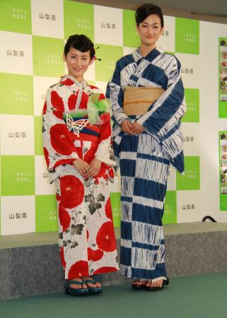 「七夕に、ひこ星様と巡り合いたいです」と話した福田彩乃(左)と冨永愛 「七夕に、ひこ星様と巡り合