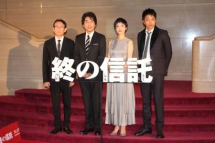 映画「終の信託」の完成披露会見に登場した(左から)周防正行監督、役所広... 映画「終の信託」の