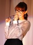 「眼鏡が大好きで60個も持っている」と語った優木まおみ