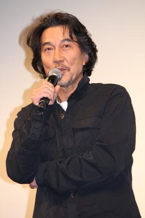 「『明るくて希望のある作品を作るんだ』という(梅村太郎、塚原一成)監督の思いに胸を打たれました」と話した役所広司
