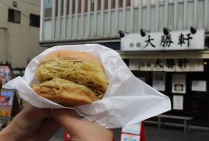 噂の大勝軒監修「元祖つけ麺バーガー」はおいしいのか!? 的な研究 画像1