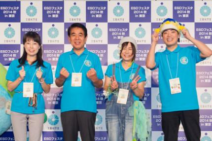 (왼쪽부터)야마자키 나오코 씨, 시모무라 하쿠 분 문부 과학 대신, 시라이 타카코 씨, 생선 큰