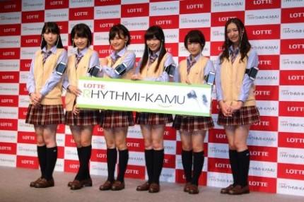(左から)松岡菜摘、宮脇咲良、兒玉遥、指原莉乃、朝長美桜、森保まどか
