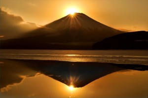 画像:【絶景】ダイヤモンドで美しくドレスアップする富士山3選
