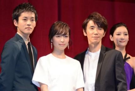 (左から)松坂桃李、戸田恵梨香、ユースケ・サンタマリア、菜々緒