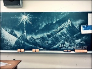 画像:黒板アートのカバーイラスト  「アナ雪」で話題の女子高生が描く