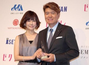 """強い""""絆""""で結ばれている夫婦として「カップル部門」に選出された松本伊代(左)とヒロミ"""