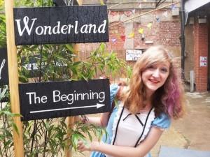 不思議の国のアリス誕生150年!町中がアリス、アリス、アリス! 画像1