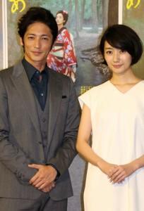玉木宏(左)と波瑠