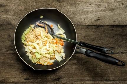 【簡単レシピ】BBQのシメに変化球!絶品「カリカリじゃこ入り塩焼きそば」 画像1