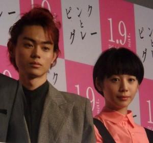 菅田将暉(左)と夏帆