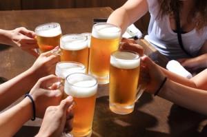 飲み会シーズンがくる前に知っておきたい、世界の乾杯事情をチェック! 画像1