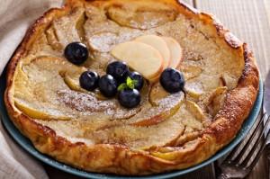 【簡単レシピ】週末の朝食に!スキレットで作るりんごのパンケーキ 画像1