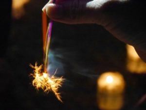 花火があまった!来年の夏休みにまた遊べる「花火の収納方法」と安全な処分方法 画像1
