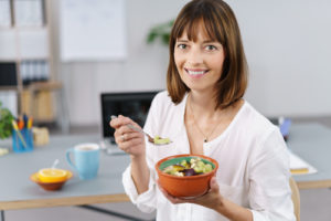 画像:平均時間はなんと28分!昼休みが短いと「健康に悪影響」と判明