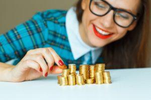 画像:1分で解けた人は戦略的思考の持ち主!偽の金貨を見つけるクイズ